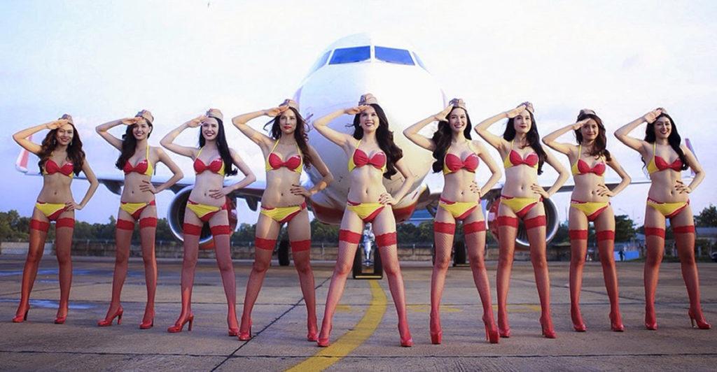 Полуобнаженные стюрдессы из календаря Viet Jet