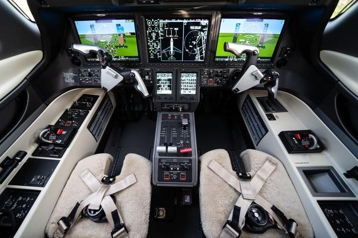 Новый комплект авионики Embraer Phenom 300E
